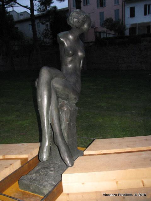 La Donna raccontata nelle poesie e nella scultura