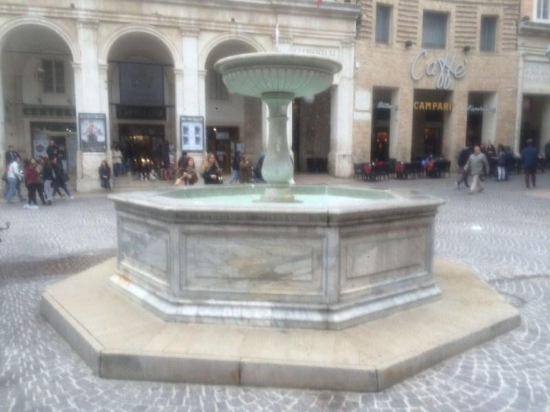 A Urbino è tornata in funzione la fontana