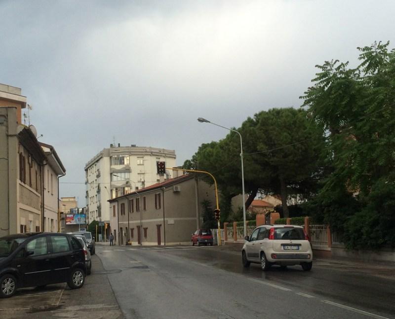 A Senigallia semafori spenti da quasi due settimane