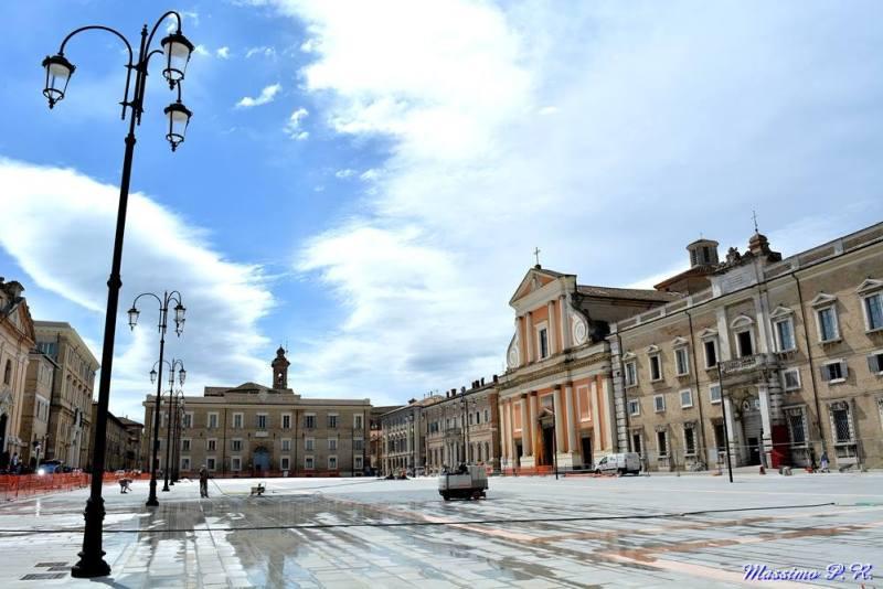 A Senigallia i commercianti del centro storico rischiano di scomparire