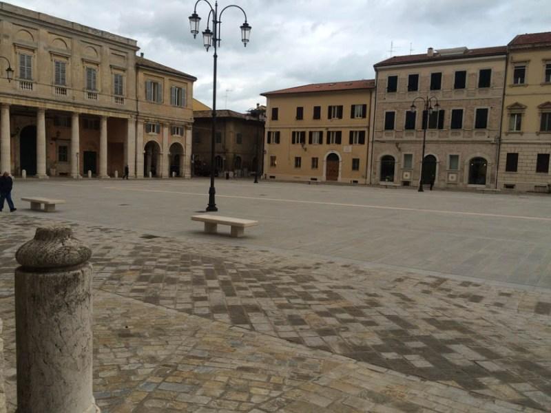 """SENIGALLIA / Il sindaco Mangialardi: """"Sono felice che tanti cittadini stanno cambiando opinione su piazza Garibaldi"""""""
