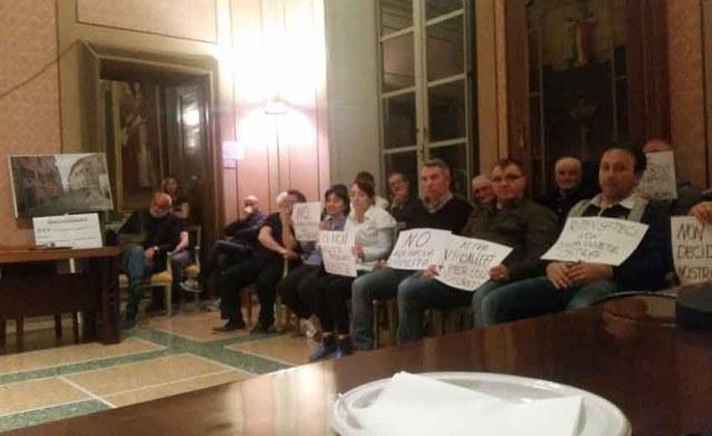 """""""Sopravvivere ad Ostra"""", in polemica con le scelte dell'Amministrazione è nato un comitato spontaneo di cittadini"""