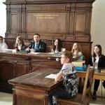 Significativa esperienza per gli studenti di Urbania, coinvolti nella simulazione di un processo su un caso di rapina e bullismo