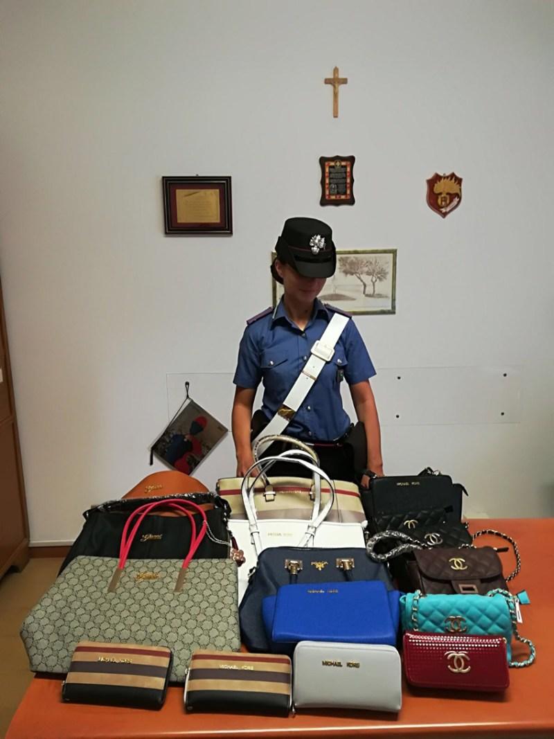 Sequestrati dai carabinieri di Marzocca portafogli e borse con marchi contraffatti