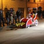 Domenica a Mondolfo, in un tripudio di luci, i mercatini e la corsa dei biroccini di Natale