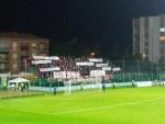 """""""Buon viaggio angeli"""": prima del derby tra Alma Juventus e Vis Pesaro le tifoserie hanno ricordato le 6 vittime di Corinaldo"""