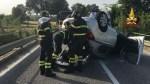 Perde il controllo della vettura e si ribalta: automobilista soccorso a Jesi dai vigili del fuoco