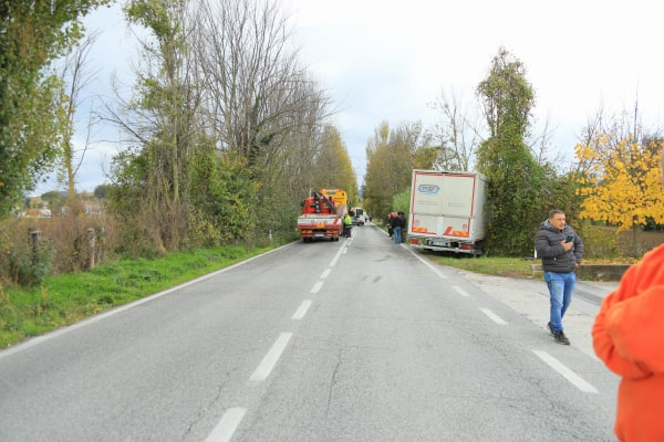 SERRADECONTI incidente camion2019-11-18 (1)