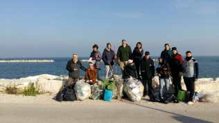 FANO puliamo fano raccolta rifiuti spiaggia2019-12-08 (1)