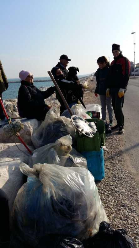 FANO puliamo fano raccolta rifiuti spiaggia2019-12-08 (2)