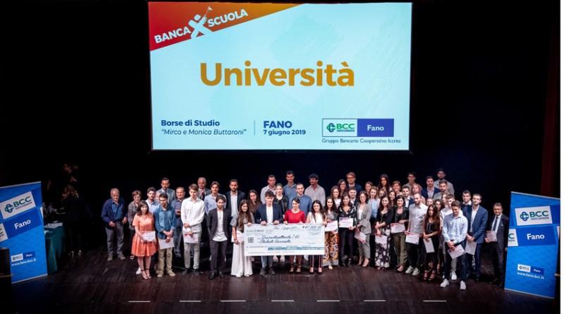La Bcc di Fano riparte dai giovani premiando il loro impegno nello studio