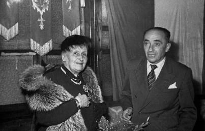 Maria Montessori con il Sindaco Molinelli (Chiaravalle 1950)