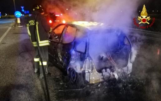 CHIARAVALLE incendio auto via ancona2020-11-13 (1)