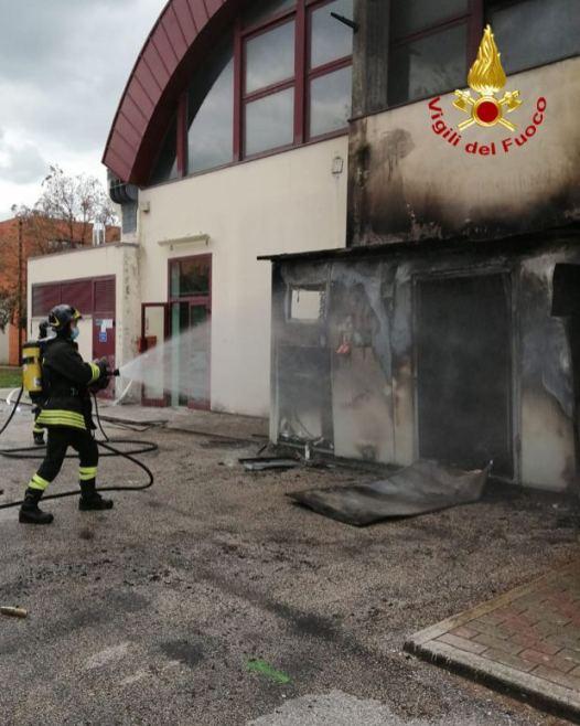 CORINALDO incendio esterno cabina palestra2021-04-15 (13)
