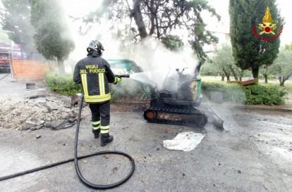JESI incendio escavatore2021-07-13 (1)