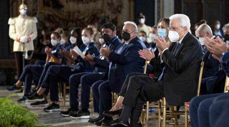 Le Nazionali di pallavolo campioni d'Europa ricevute al Quirinale dal Presidente Mattarella / Video