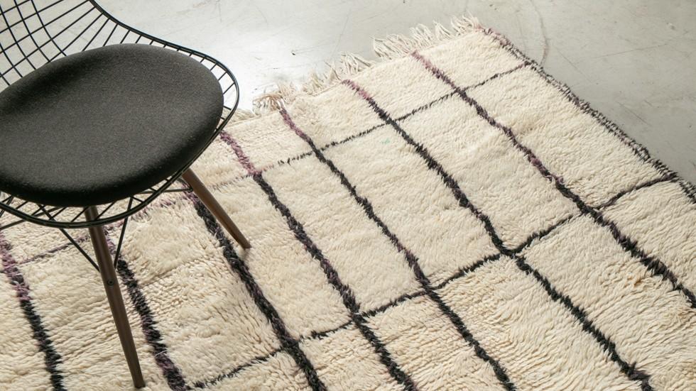 tapis azilal tapis berbere ecru graphique en pure laine