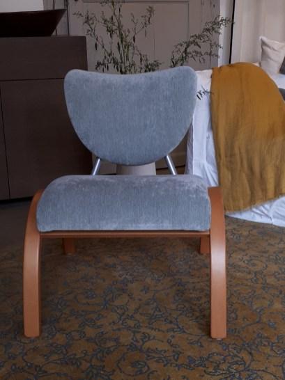 Réfection en mousse Fauteuil inspiration scandinave, tissu Bellevue de chez Manuel Canovas
