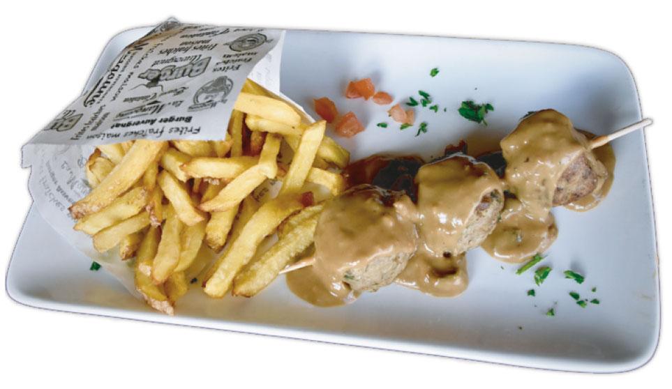 Brochette de boulettes de viande à La Mangoune