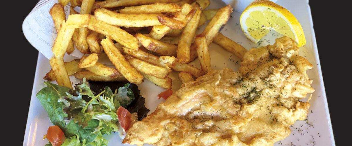 Saumon en beignet : Le fish & frites de La Mangoune