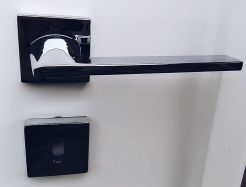 Maniglia per porte interne moderna base quadra cromo lucido REAME