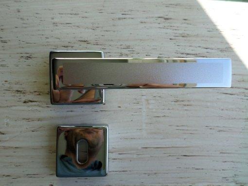 Maniglia per porte interne moderna cromo lucido quadrata
