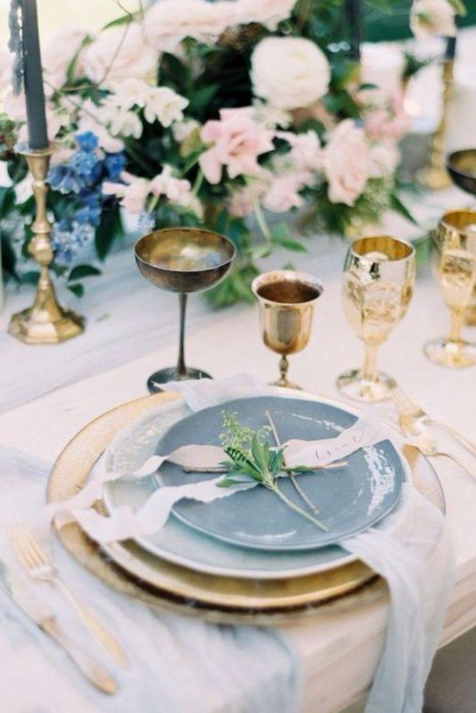 couverts vintages pour mariage bleu