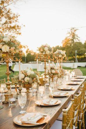 Inspirations pour un mariage doré | Mise en place table pour mariage doré | présenté par La Mariée Sous Les Etoiles