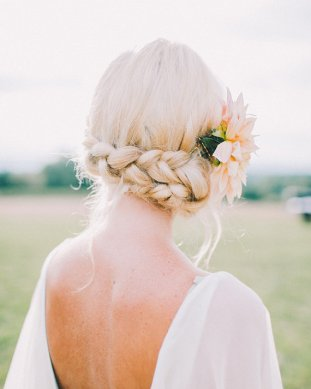 chignon mariage tressé © Rachel May Photography