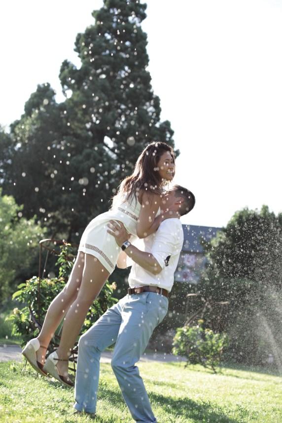 Putri & Julien   une séance engagement bucolique   Crédit Efi Photography   Blog mariage La Mariée Sous Les Etoiles