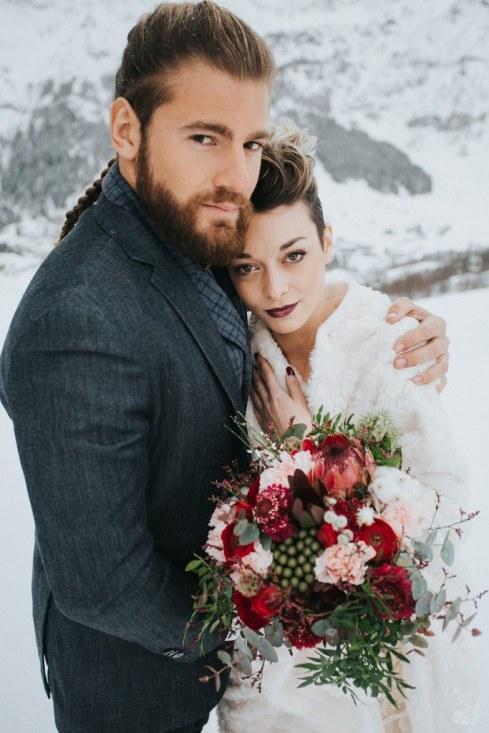 Let_In_Love_Shooting_dinspiration_hivernal_dans_les_montagnes_Gourette_Elopement_Caroline_Happy_Pics (20)
