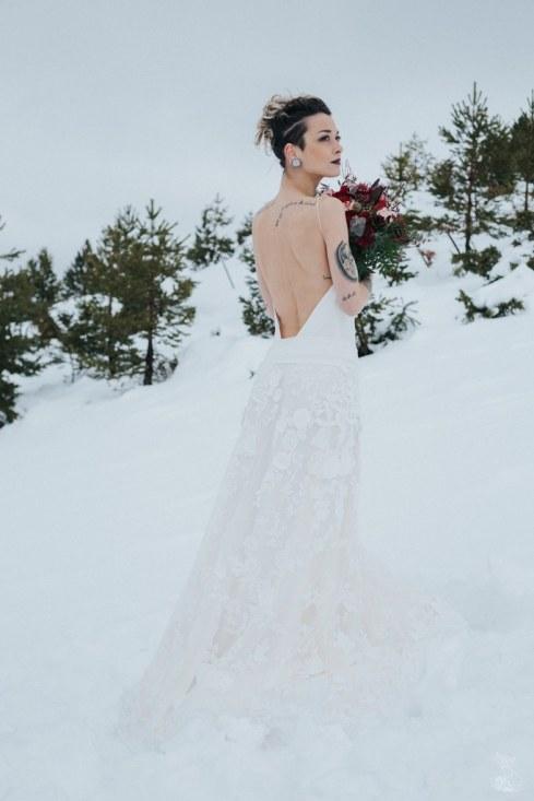 Let_In_Love_Shooting_dinspiration_hivernal_dans_les_montagnes_Gourette_Elopement_Caroline_Happy_Pics (36)