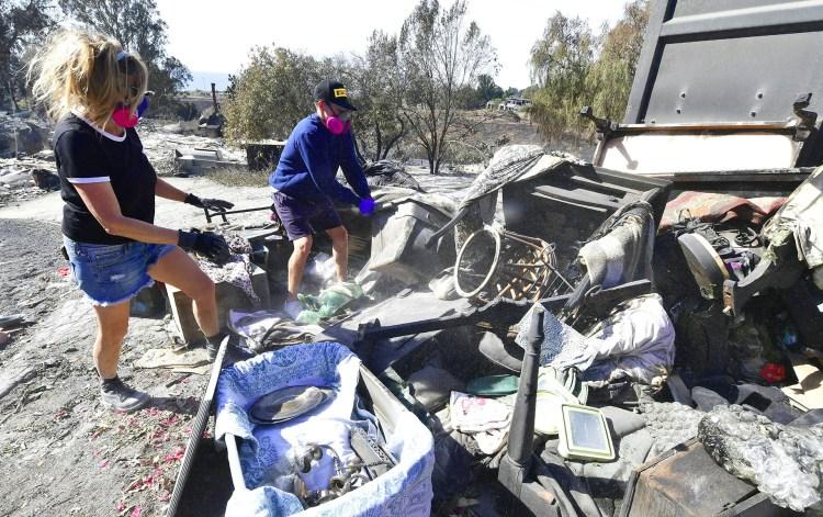 Los residentes que volvieron a la zona debieron usar máscaras de protección