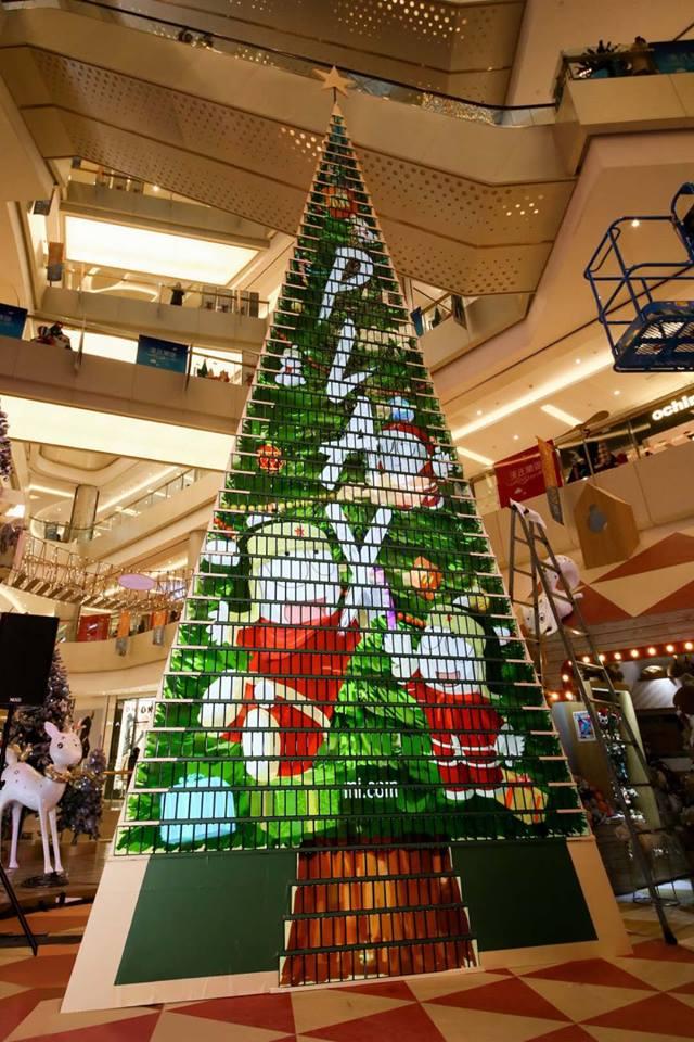 Se usaron 1.008 celulares para construir el árbol de Navidad (Foto: Facebook Xiaomi)