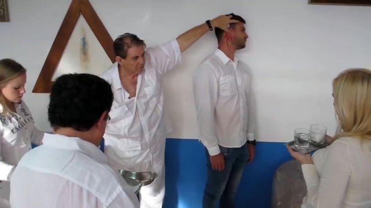 """Una de las """"curaciones"""" de Joao de Deus"""