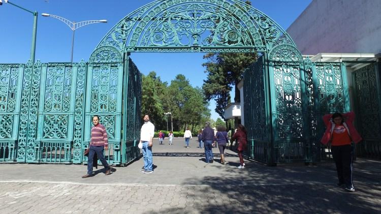 El acceso a Los Pinos se dio desde las 10 horas y al medio día habían llegado 20,000 personas (Foto: Juan Vicente Manrique)