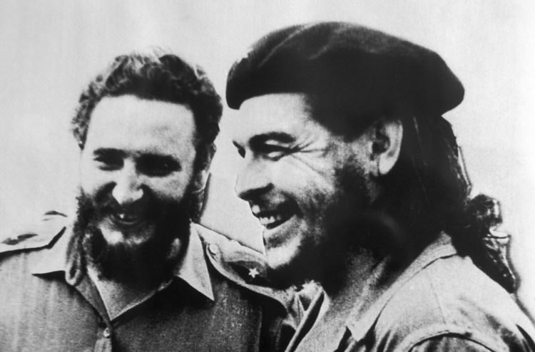 Fidel Castro y Ernesto Guevara, el Che, en 1958, en La Habana.