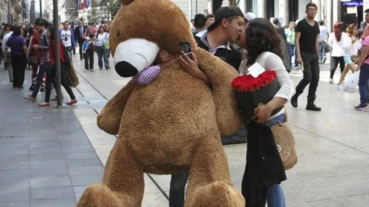 Las ventas suben en esta fecha dedicada a los enamorados (Foto: Cuartoscuro)