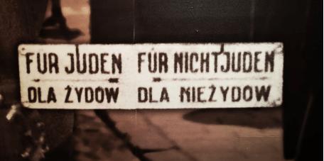 coprifuoco e divieti di accesso per gli ebrei