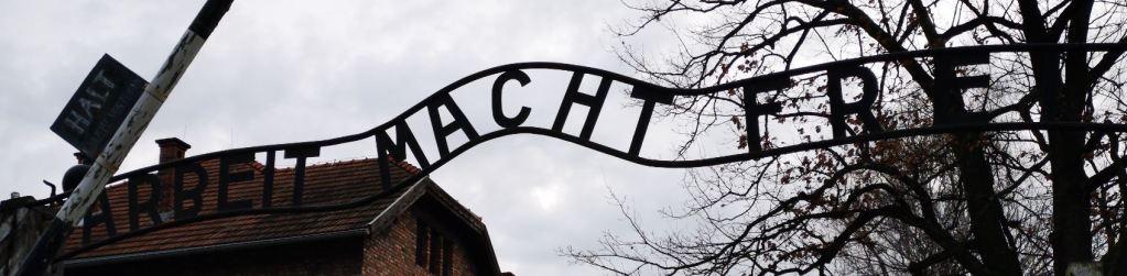 L'insegna di Auschwitz 1