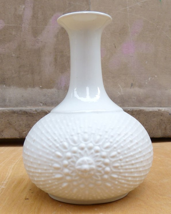 Jarrón de porcelana Biscuit atribuido a Krautheim