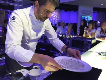Andrea Berton, la distribuzione del risotto