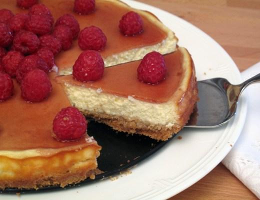 Cheesecake di yogurt greco e ricotta con gelatina di lamponi