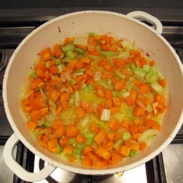Caponata di melanzane, aggiunta di carote e sedano