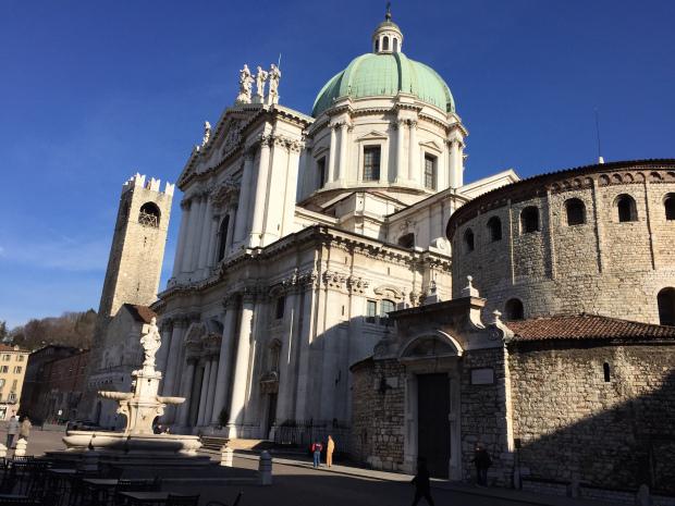 Duomo Nuovo e Duomo Vecchio in piazza Paolo VI. Brescia