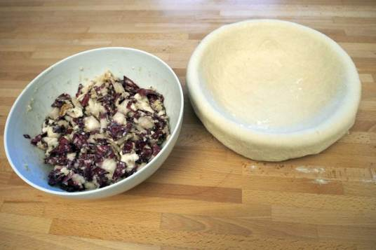 Torta salata con trevisana
