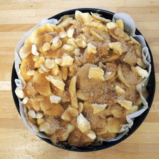 Torta di pane con mele e mandorle