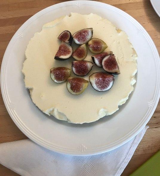 Torta con crema bavarese e fichi