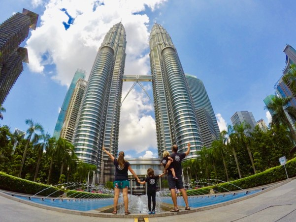 Foto en familia Torres Petronas en Malasia