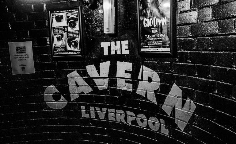 Entrada a The Cavern